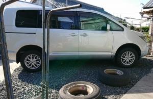 今日はデリカのタイヤを交換