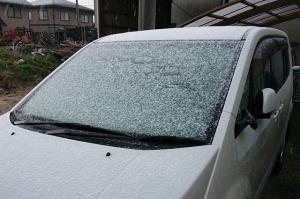 28日、当地の初冠雪