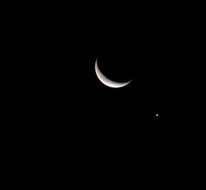 細い月と金星が大接近
